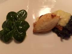 Wenn du denkst, du bist schon im Himmel und es doch noch weiter nach oben geht, dann bist du im Tropeani Di-Vino. Hier Antipasti: Calamaretti mit sardinischem Pecorino gefüllt auf Spinatsalat (14,50 Euro).