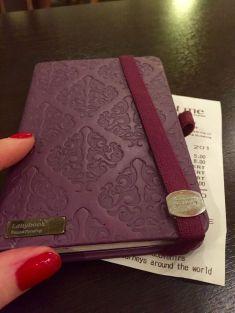Charmant: die Rechnung kommt mit Gästebuch an den Tisch.