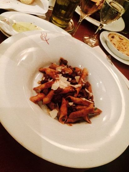 Garganelli Pasta mit Wildentenragout in gekochter Most und Sauce aus Primitivo Wein
