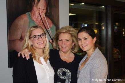 Geschäftsführerin Birgit Rüter (Mitte) mit Katharina Günther (links) und Charlotte Gaida (rechts)