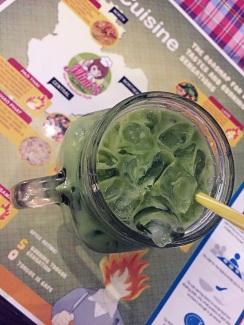 Als Aperitif oder Begleitung zum Gericht – der Matcha-Tee schmeckt lecker und ist zudem äußerst gesund.