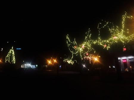 Weihnachtliche Deko auf dem Marktplatz