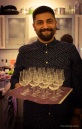 Barkeeper Bedo bereitet den Abend vor...