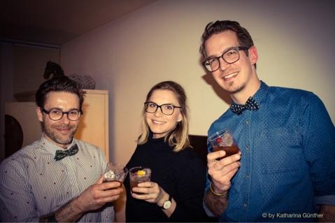 GastroFee Charlotte mit den Jungs von Niemand Dry Gin – Sebastian Maria Otto und Torben Paradiek (rechts).