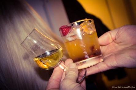Saffron Gin (links) und ein Bramble.