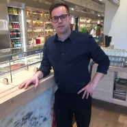 Alex Thomsen freut sich über die Eröffnung seines zweiten Ladens in Hannover.